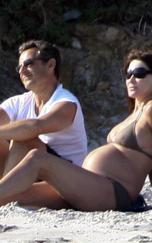 Pregnant Carla Bruni at the beach with Nikolas Sarkozy